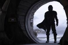 The Mandalorian (Pedro Pascal) in Lucasfilm's THE MANDALORIAN.