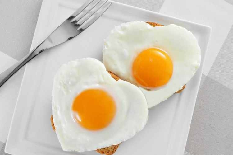 health benefits of eggs. healthy scrambled eggs