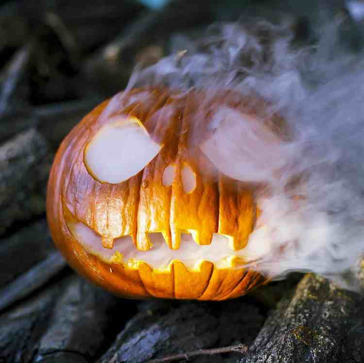 pumpkin carving how-to, jack o' lantern on a table