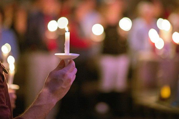 Christmas traditions, lighting candles