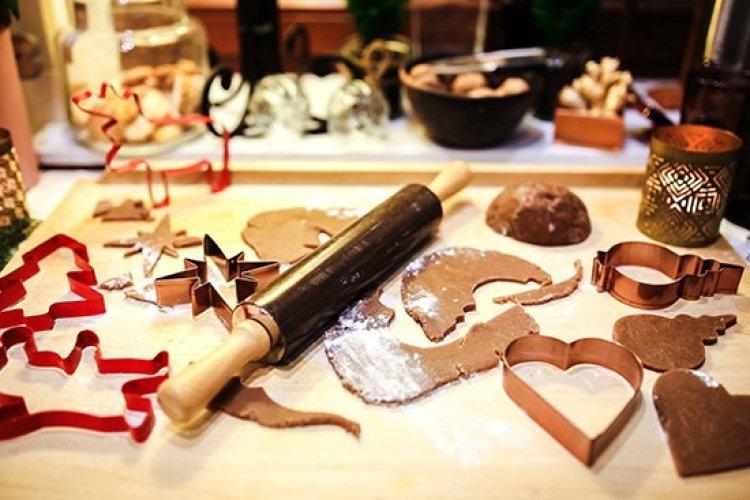 Christmas traditions, making Christmas cookies