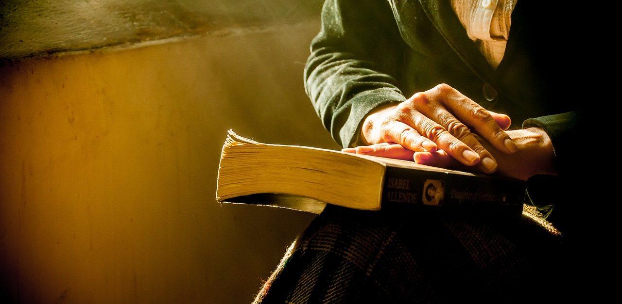 book-1421097_1280 (1)