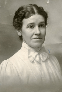 Vina McCauley Woodward, photograph from Mary A. Burrows on Ancestry.com