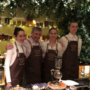 "Cold brew tea и Чайная ""Матрёшка"" на чайном амюзбуше в гостинице Four Seasons Hotel Moscow для членов French Wine Club"