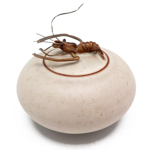 Чайница с омаром на крышке