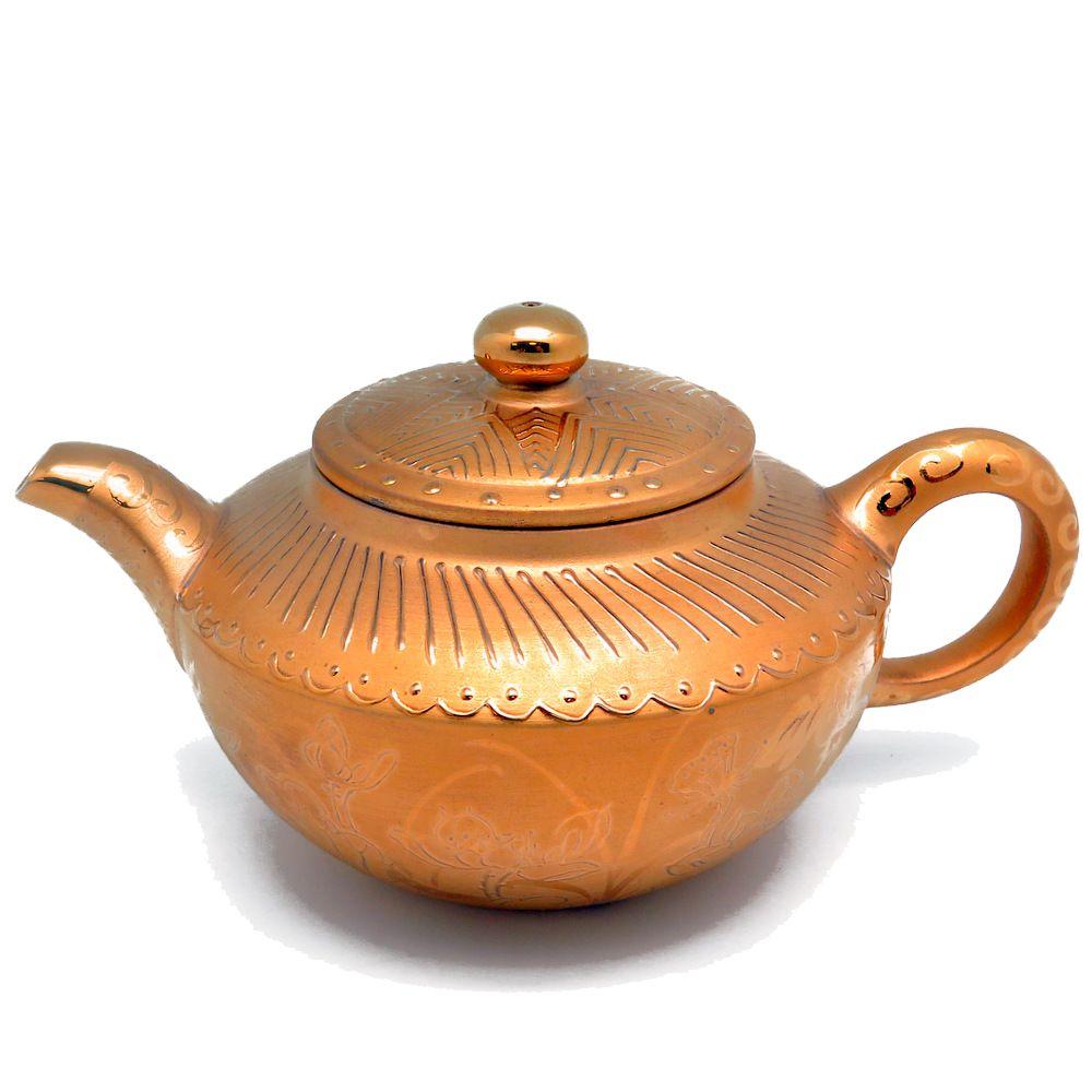 Фарфоровый чайник с золотой инкрустацией