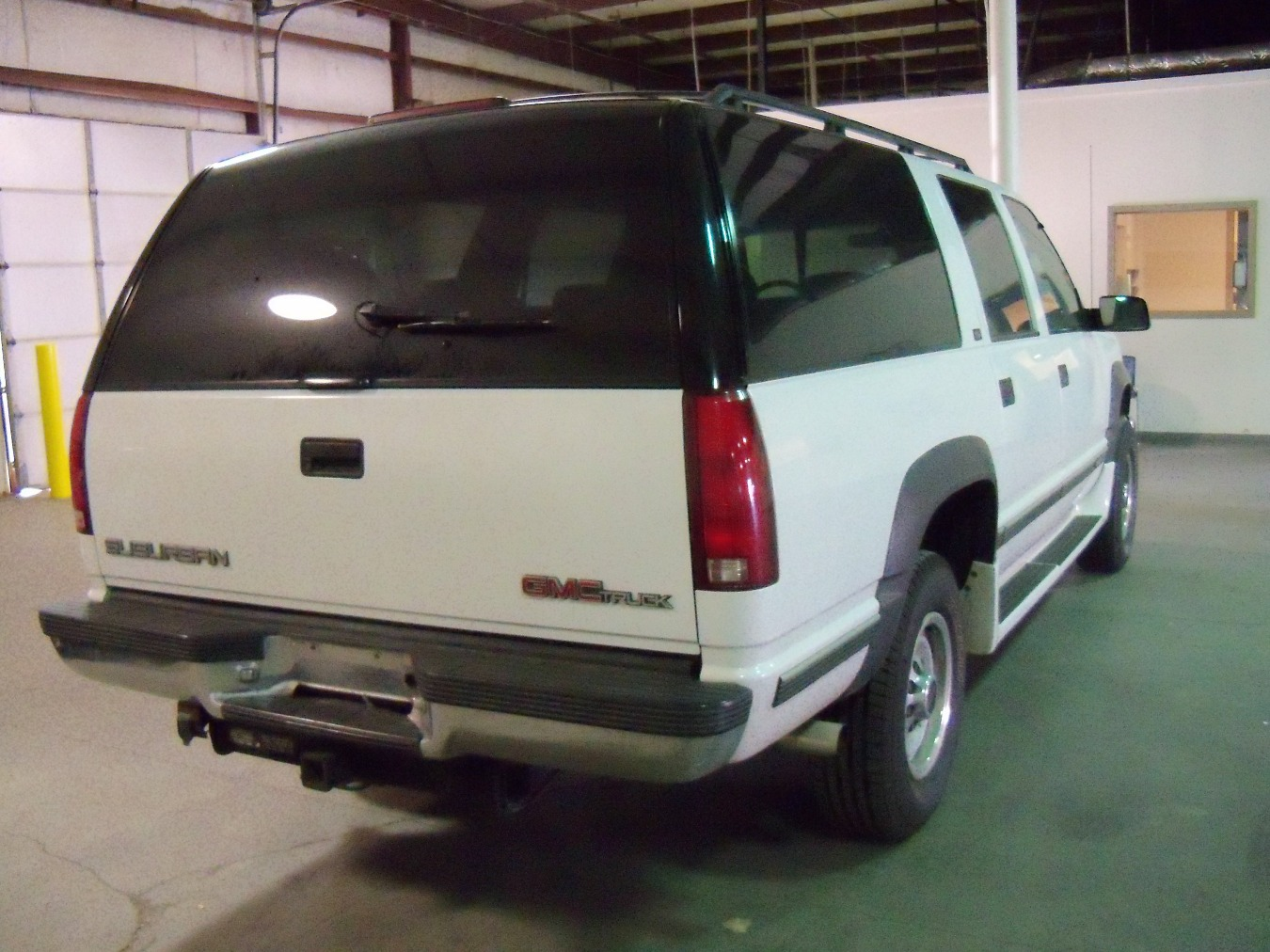 hight resolution of 1995 gmc suburban rear