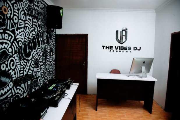 The Vibes DJ Academy - Dj Consequence