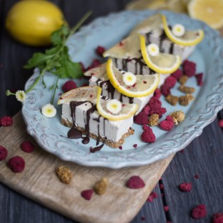 raw-lemon-mulberry-cheesecake-bars