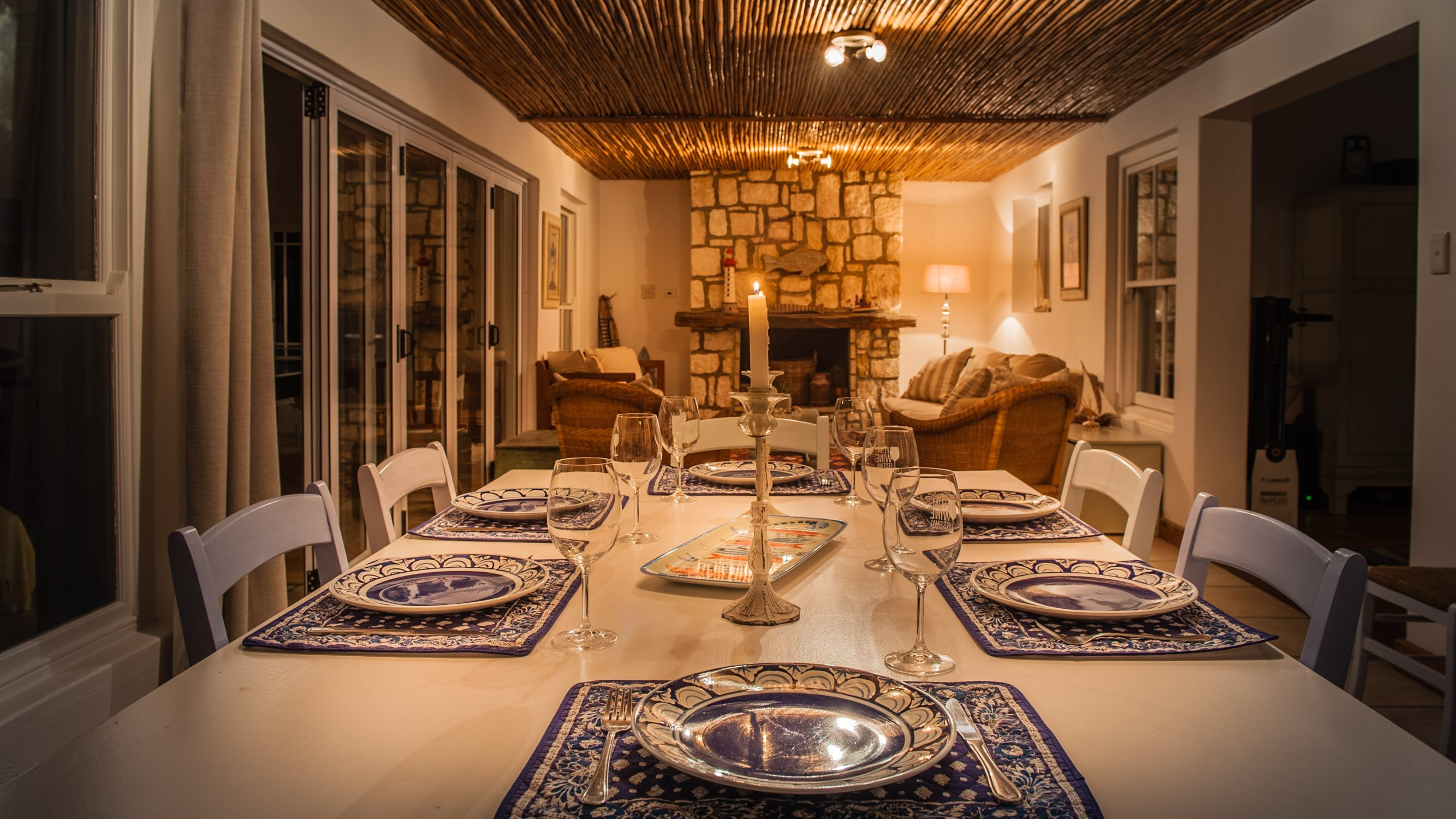 charel-schreuder-photography-property-photography-evening-dining