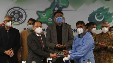 کورونا وائرس: پاکستان میں ویکسین کےلیے سخت سکیورٹی انتظامات کی وجہ کیا ہے؟