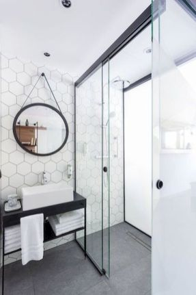 44 Suprising Farmhouse Bathroom Shower Decor Ideas And Remodel (13)