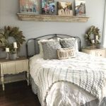 50 Awesome Farmhouse Bedroom Decor Ideas And Remodel (21)