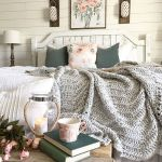 50 Awesome Farmhouse Bedroom Decor Ideas And Remodel (43)