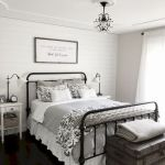 50 Awesome Farmhouse Bedroom Decor Ideas And Remodel (46)