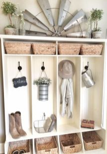 50 Stunning Farmhouse Mudroom Decor Ideas And Remodel (19)