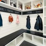 50 Stunning Farmhouse Mudroom Decor Ideas And Remodel (35)