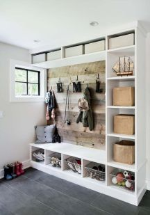 50 Stunning Farmhouse Mudroom Decor Ideas And Remodel (38)