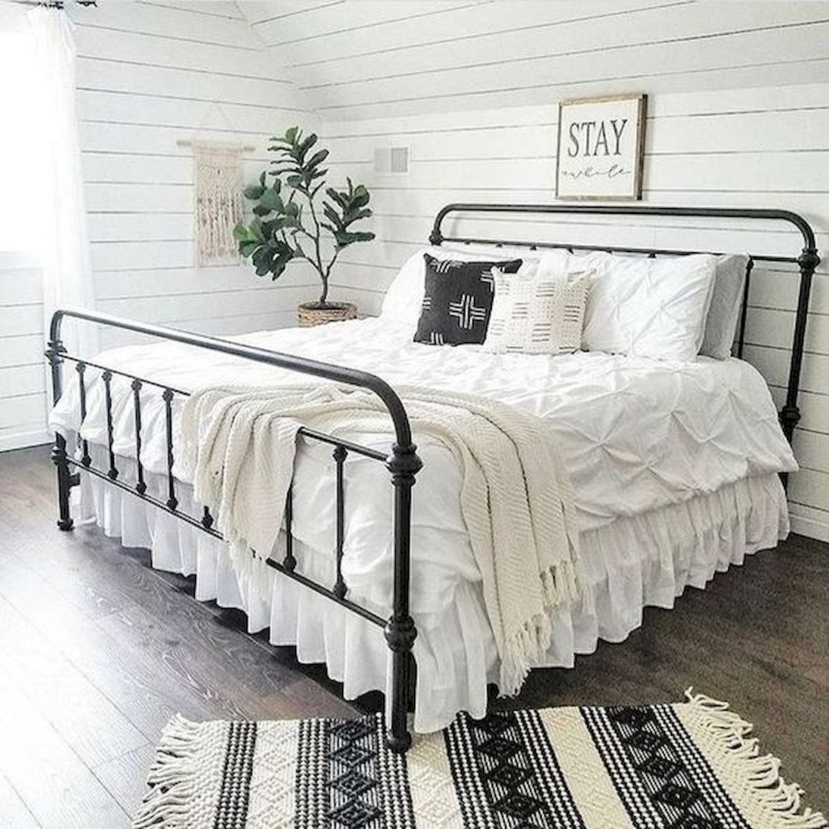69 Best Farmhouse Bedding Decor Ideas And Remodel (24)