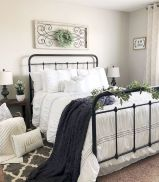 69 Best Farmhouse Bedding Decor Ideas And Remodel (37)