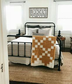 69 Best Farmhouse Bedding Decor Ideas And Remodel (46)