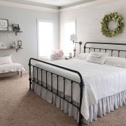 69 Best Farmhouse Bedding Decor Ideas And Remodel (66)