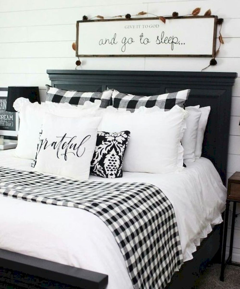 69 Best Farmhouse Bedding Decor Ideas And Remodel (7)