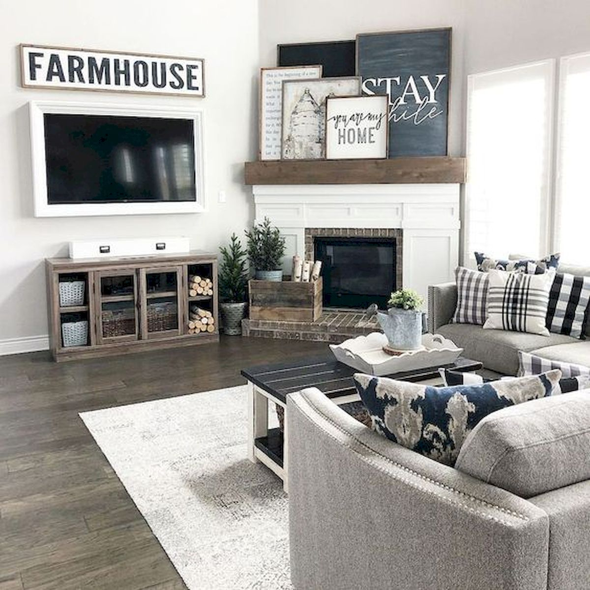 105 Best Farmhouse Living Room Decor Ideas (52)