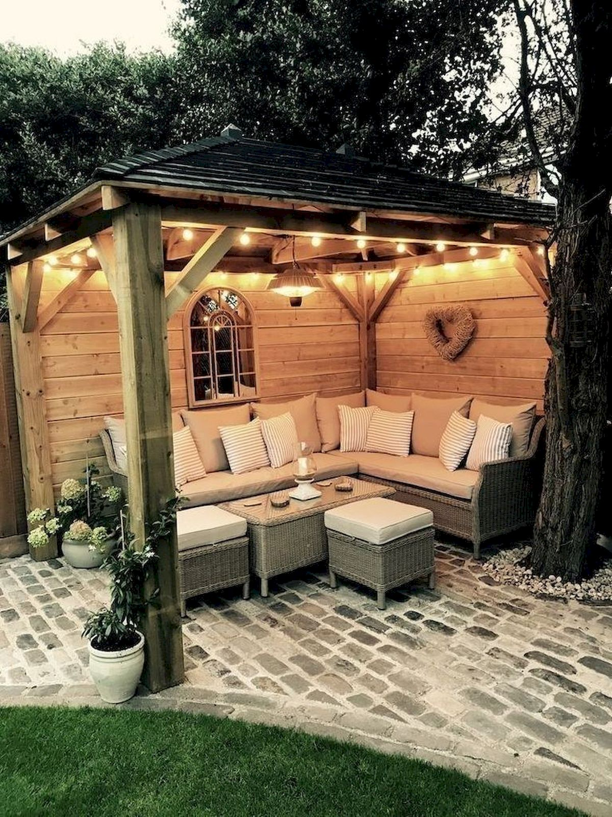 30 Best Small Backyard Patio Ideas (5) - Googodecor on Small Outdoor Patio Ideas id=89668