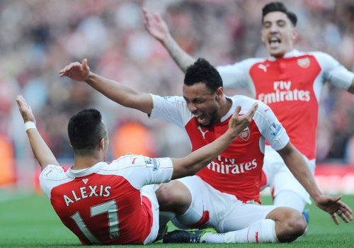 "Alt=""Arsenal celebrate their 3rd goal against Manchester United"""