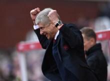 """Alt=""""Arsene Wenger celebrates Mesut Ozil's goal during Arsenal's 4-1 win over Stoke City"""""""