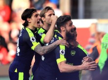 """Alt=""""Arsenal celebrate during their 4-1 win over Stoke City"""""""