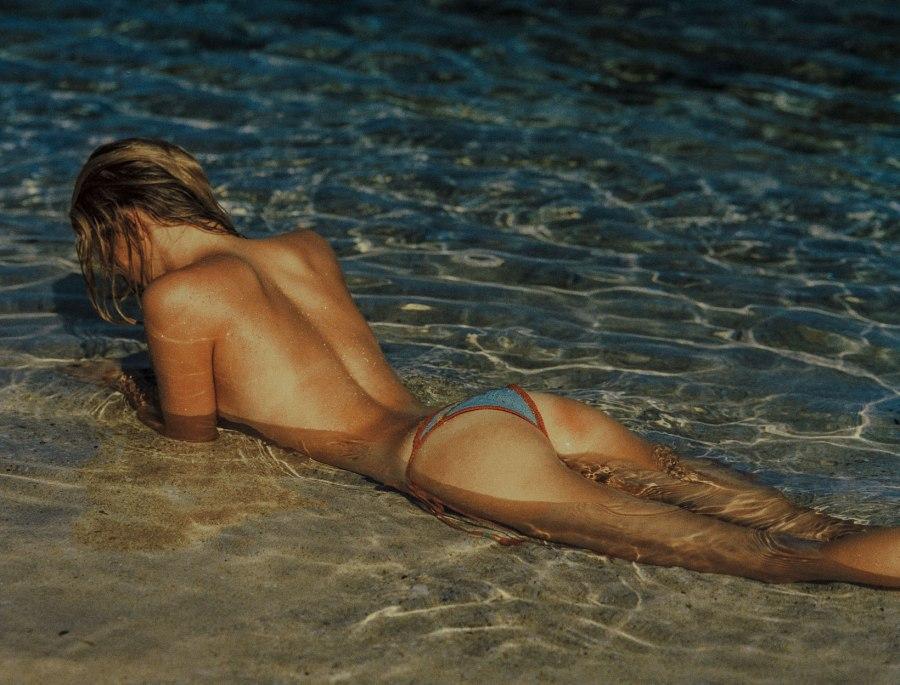woman wearing bikini bottoms