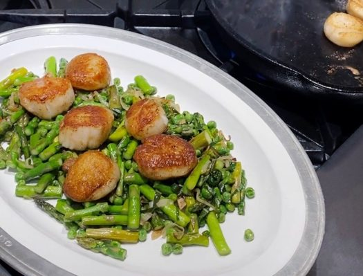 Seared Scallops with Asparagus and Peas