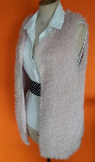 fluffy vest Cherry Couture,goosvintage,fluffy,tweedehands fluffy,goosvintagevught
