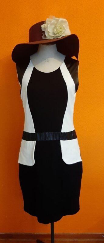 zwart wit jurk Juffrouw Jansen maat M/L,Goosvintage