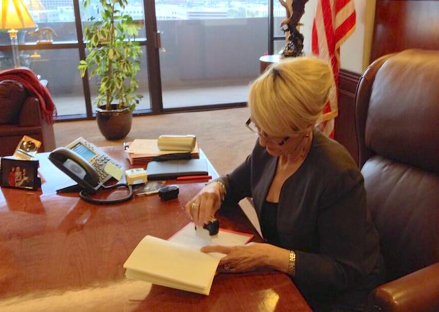 Arizona Gov. Jan Brewer vetoes a bill that would have given greater 'religious freedom' protections to individuals and businesses to refuse service to others.