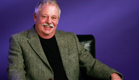 Armistead_Maupin_Seated_hires