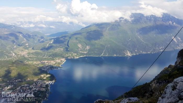 Widok ze szczytu Cima Sat na Lago di Garda
