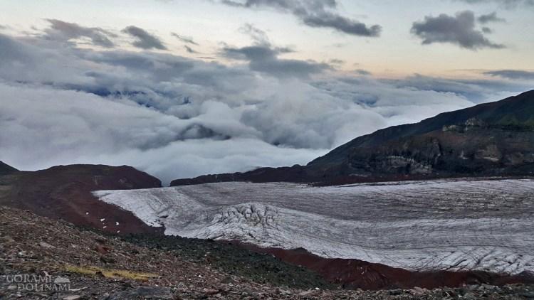 Chmury nad lodowcem Gergeti