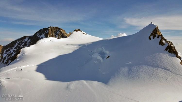 Dufourspitze, Zumsteinspitze i Punta Gnifetti, widok z Parrotspitze