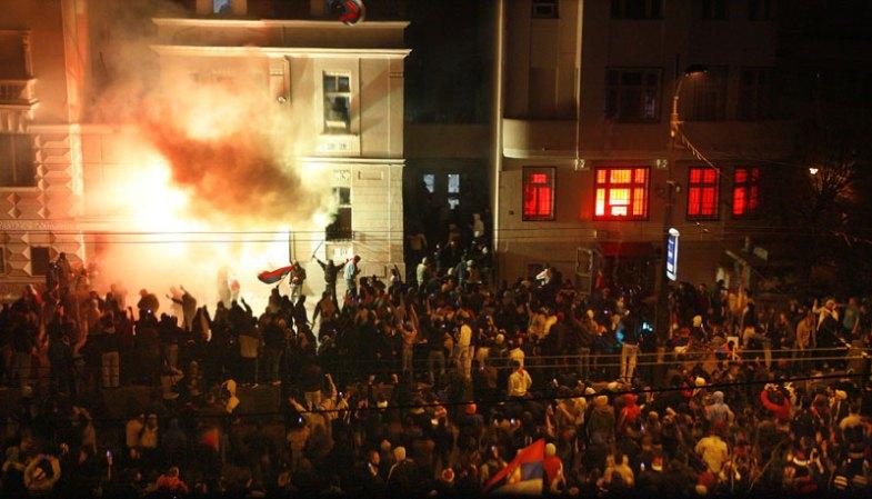 Neredi-ambasada SAD