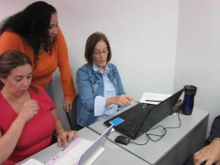 Intercambiando ideas entre facilitador y participantes