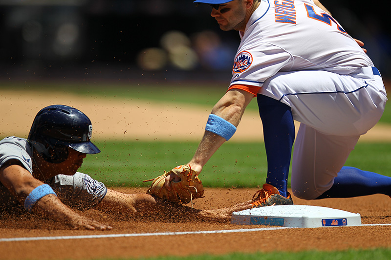 David Wright tags out Padres Will Venable
