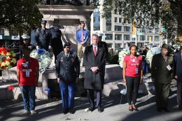 New York City Mayor Bill de Blasio stands with service members for a moment of silence during a ceremony before the Veterans Day parade in New York City on Nov. 11, 2016. (Gordon Donovan/Yahoo News)