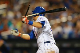 New York Mets Wilmer Flores (4) breaks his bat for a single in the seventh inning of a baseball game against the San Diego Padres at Citi Field in New York, Saturday, Aug. 13, 2016. (Gordon Donovan)