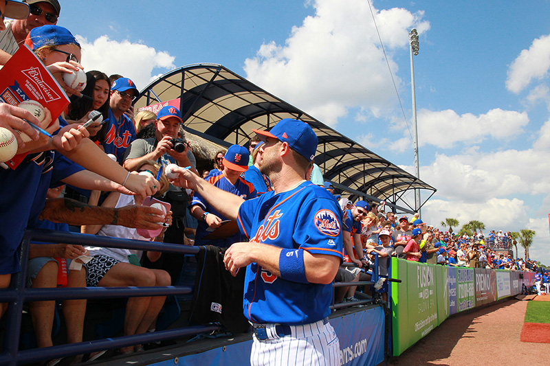 New York Mets David Wright (5) signs for fans before the baseball game against the Washington Nationals at First Data Field in Port St. Lucie, Fl., Saturday, Feb. 25, 2017. (Gordon Donovan/Yahoo Sports)