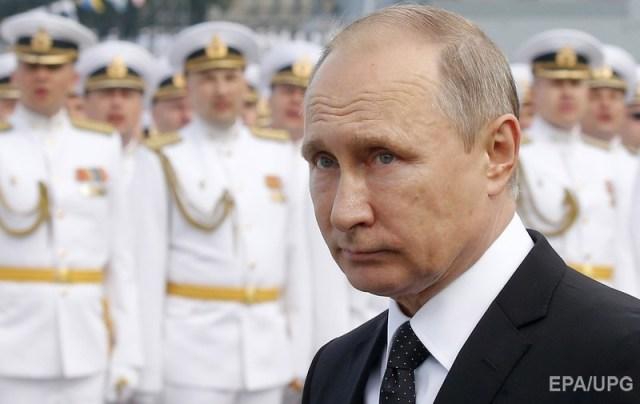 Путин на военно-морском параде в Санкт-Петербурге. Фото: ЕРА