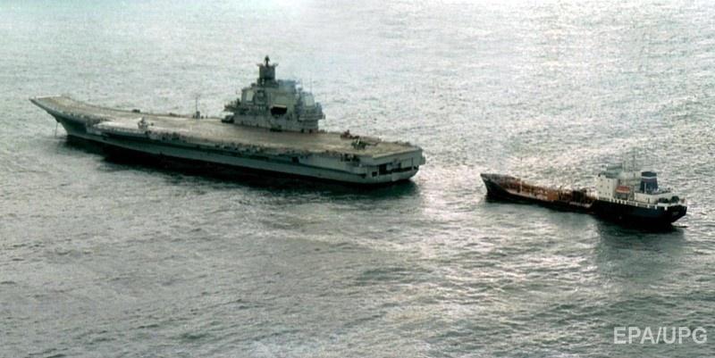 """""""Адмирал Кузнецов"""" принимает участие в спасательной операции после катастрофы подводной лодки """"Курск"""" в 2000 году. Фото: ЕРА"""