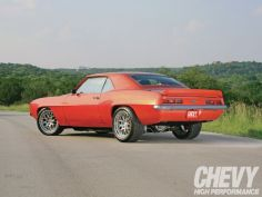 000 1104chp_02_o+1969_chevrolet_camaro+rear_side